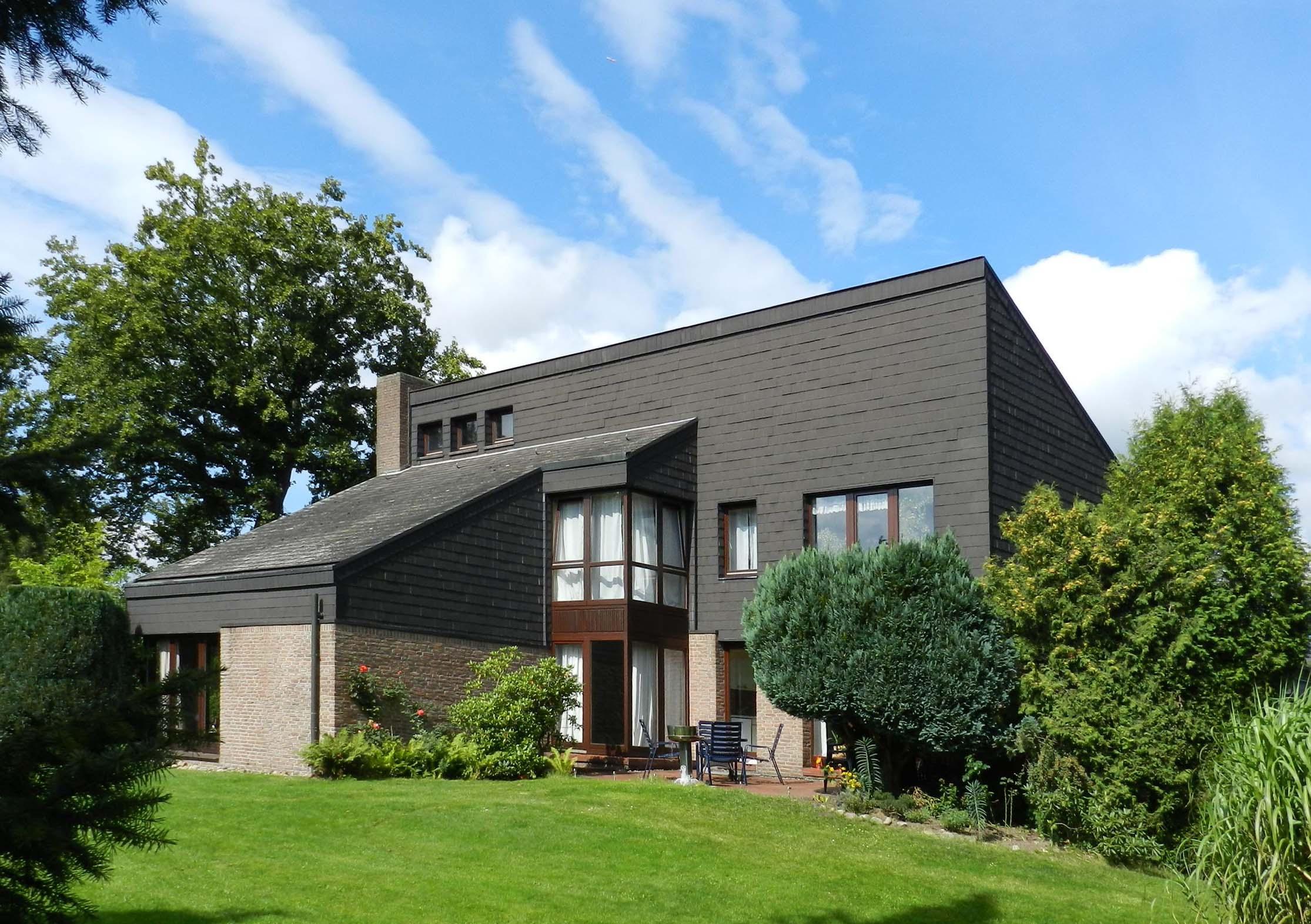 Ellerbek: Architektenhaus mit Parkgrundstück an Hamburger Landesgrenze
