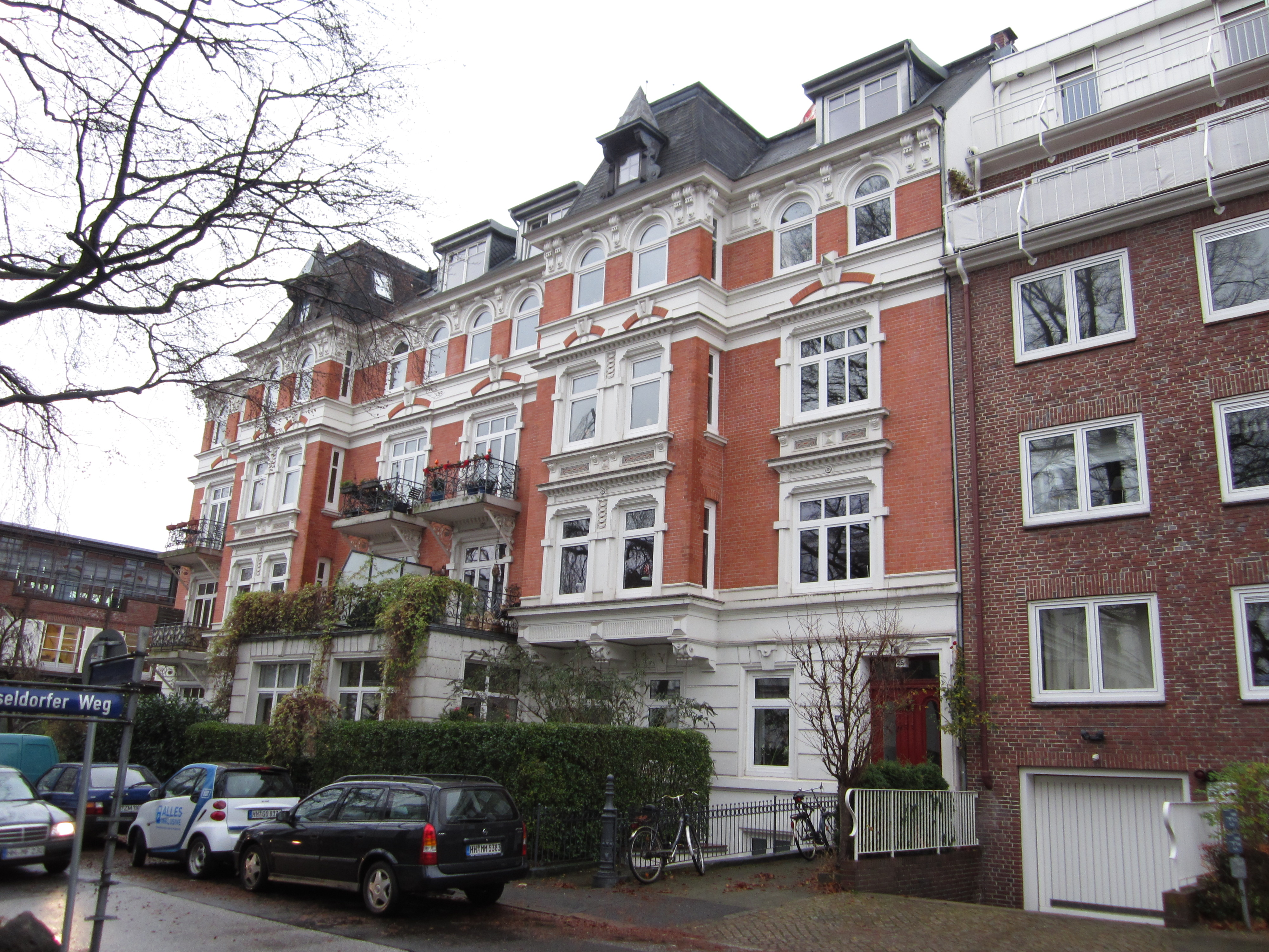 Charmante 3 Zimmer Dachgeschoss-Wohnung mit viel Potential in Traumlage