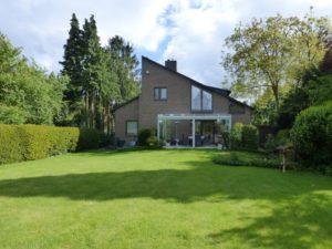 Schenefeld: Wohnhaus, vermietete Arztpraxis und separate Wohnung in ruhiger Lage