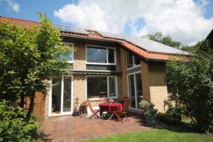 Sülldorf: Endreihenhaus mit sonnigem Grundstück und Weitblick über die Felder