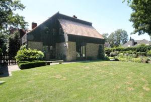 Volksdorf: Individuelle und stilvolle Architekten-Haushälfte mit schön angelegtem Garten