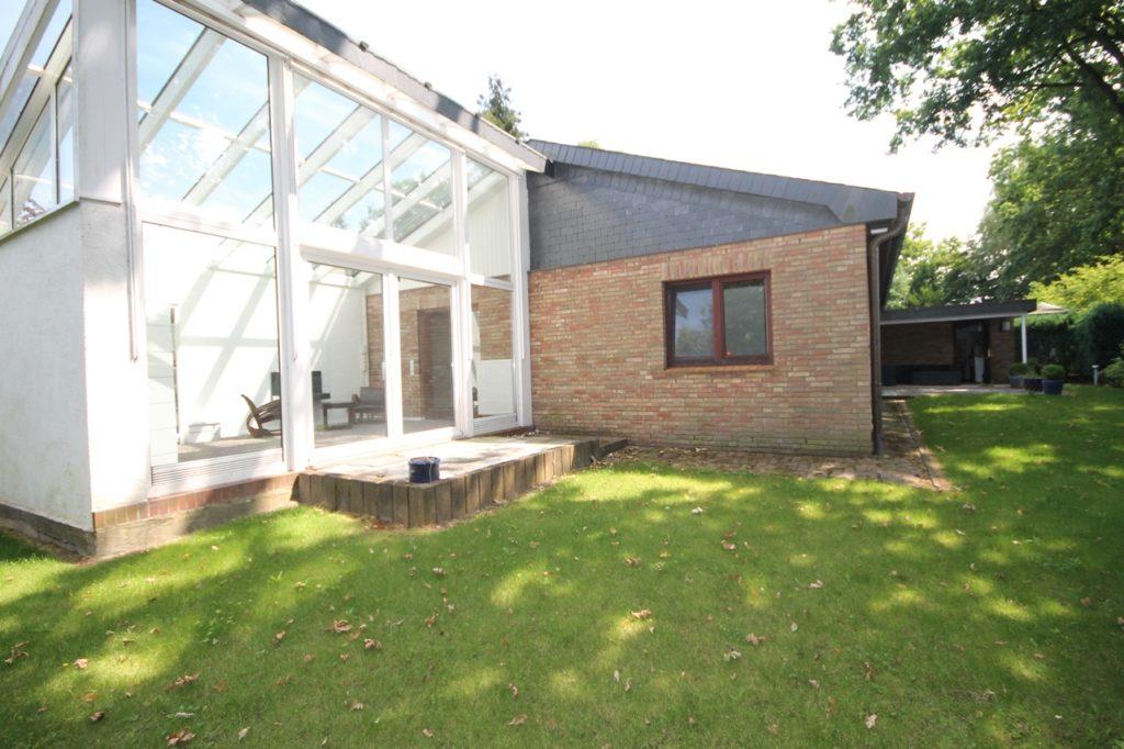 hochwertig m bliertes einfamilienhaus mit wintergarten classic immobilien. Black Bedroom Furniture Sets. Home Design Ideas