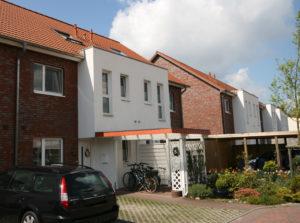 Pinneberg: Modernes Reihenhaus in familienfreundlicher Lage am Feldrand