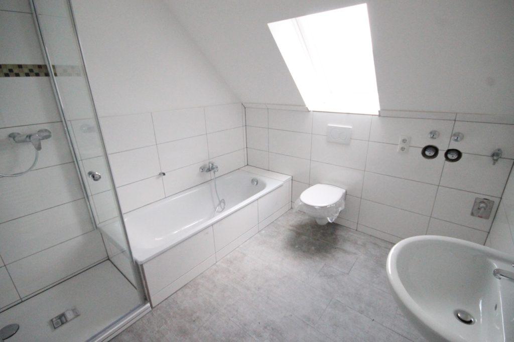 Schenefeld energieeffiziente courtagefreie 3 zimmer for Immobilien bad fliesen ideen neubau