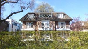 Othmarschen: Elbnahe 4 – Zimmer – Dachgeschosswohnung mit Südbalkon in ruhiger Lage