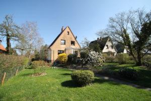 Pinneberg: Einfamilienhaus in bevorzugter Wohnlage mit traumhaftem Gartengrundstück