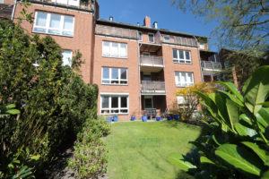 Halstenbek: Neuwertige 4-Zimmer-Maisonettewohnung mit sonnigen und großen Gartenanteil