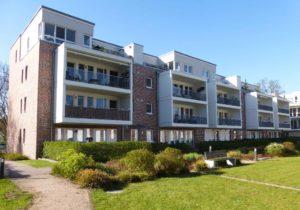 Volksdorf: Neuwertige 4 – Zimmer – Wohnung mit Sonnenbalkon in exklusiver Wohnanlage