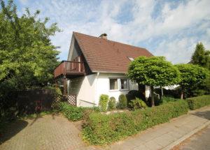 Schenefeld: Einfamilienhaus mit sonnigem Grundstück in begehrter Lage von Schenefeld