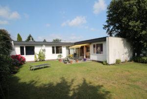 Osdorf: Modernisierter Bungalow mit sonnigem Garten