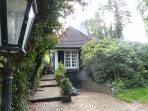 Pinneberg-Thesdorf: Einfamilienhaus im Landhausstil in grüner und zentraler Lage