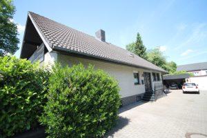 Schenefeld-Dorf: Großzügiges Einfamilienhaus in bester Lage