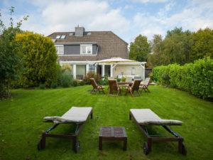 Ellerbek: 5 Zimmer Haushälfte mit Wintergarten in traumhaft ruhiger Feldrandlage