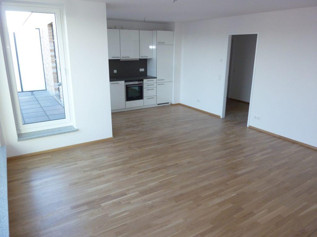 lokstedt: neuwertige 2-zimmer-penthousewohnung mit dachterrasse, Wohnzimmer dekoo