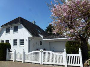 Schenefeld-Dorf: Repräsentatives Landhaus am Forst Klövensteen