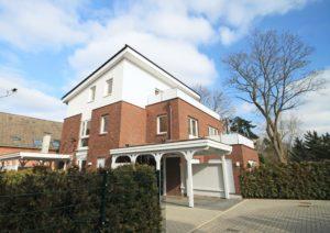 Schenefeld-Dorf: Neuwertige 4 Zimmer-Maisonette-Wohnung mit hochwertiger Ausstattung in einzigartiger Lage