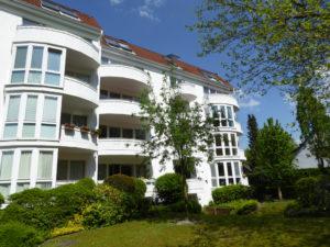 Hamburg-Jenfeld: Sonnige 2–Zimmer Dachgeschosswohnung mit Kamin