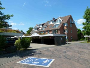 Elmshorn: Gemütliche 2 – Zimmer – Dachgeschosswohnung mit sonnigem Balkon