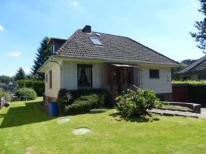 Halstenbek: Einfamilienhaus mit Renovierungsbedarf am Reitstall Brander Hof