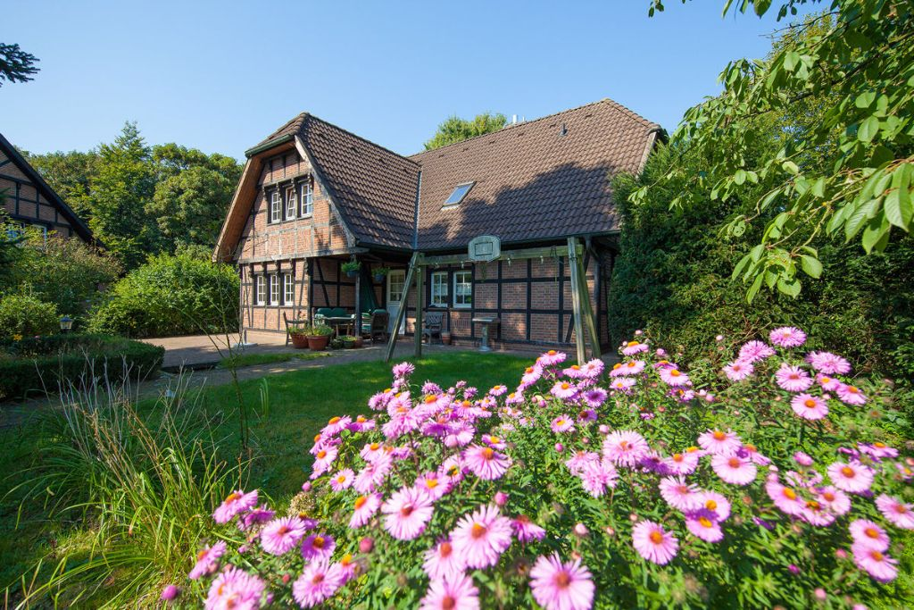 Schenefeld-Dorf: Traumhaftes Fachwerkhaus am Forst Klövensteen mit 8.000 m² Pachtmöglichkeit