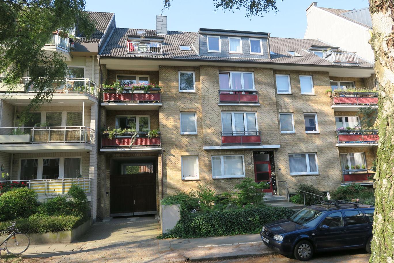Hamburg-Stellingen: Gut geschnittene 3-Zimmerwohnung mit Balkon im Hochparterre