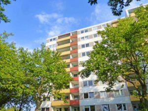 Pinneberg: Zentral gelegene & frisch renovierte 1 ½ – Zimmer – Wohnung
