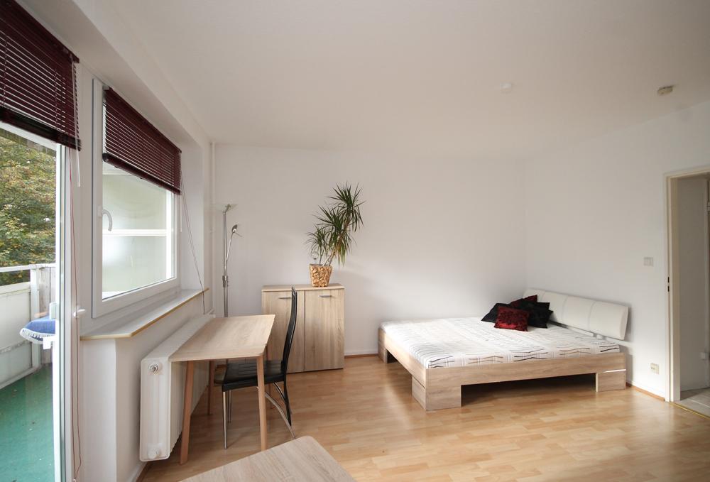 Lokstedt: Sonnige 1-Zimmer-Wohnung mit Balkon und Blick ins Grüne