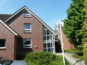 Schenefeld: Ruhig gelegene 2-Zimmer-Souterrainwohnung mit Wohnküche