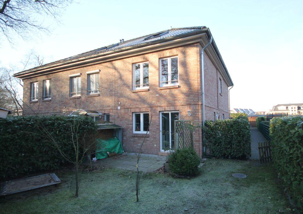 Schenefeld-Dorf: Modernes Stadthaus in bevorzugter Wohnlage in Schenefeld-Dorf