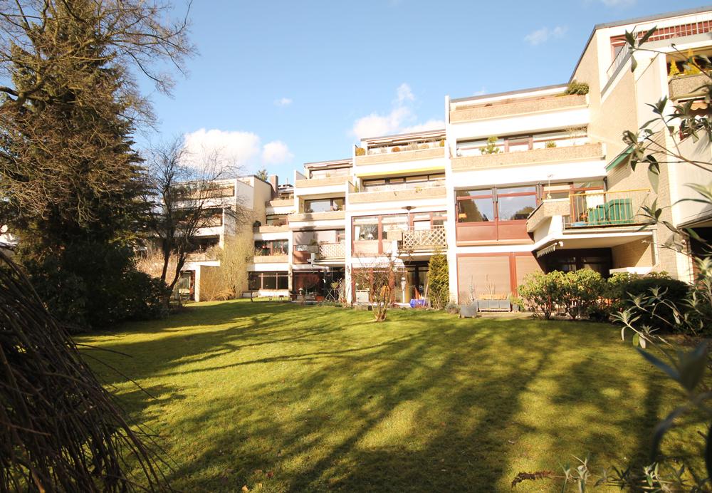Osdorf: Großzügige und sonnige 3 – 4 Zimmer Wohnung mit Schwimmbad im Haus