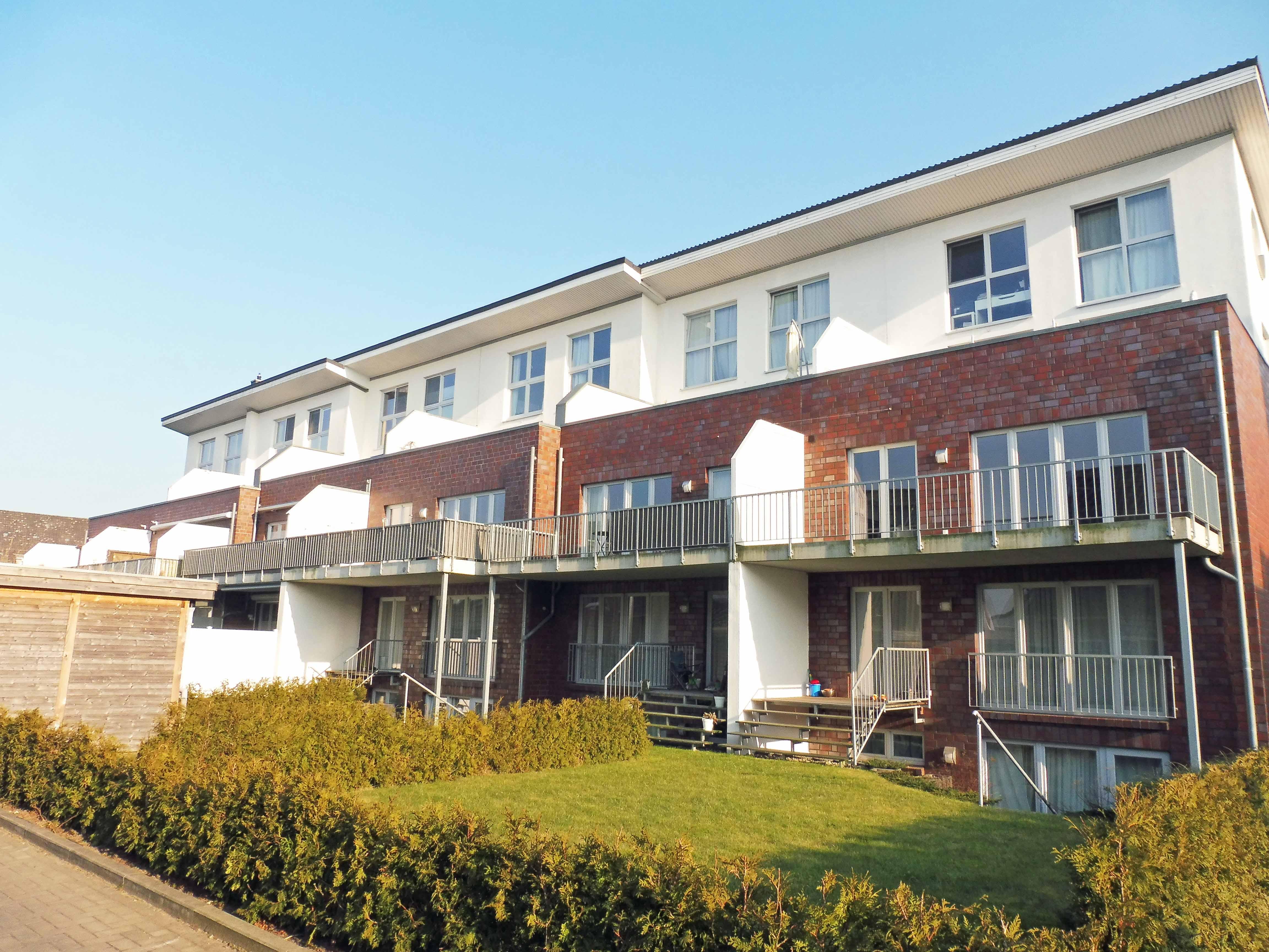 Halstenbek: Neuwertige 4-Zimmer-Erdgeschosswohnung mit hochwertiger Ausstattung und eigenem Garten