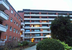 Hamburg-Stellingen: Zentrale 1-Zimmer-Wohnung mit großem Westbalkon