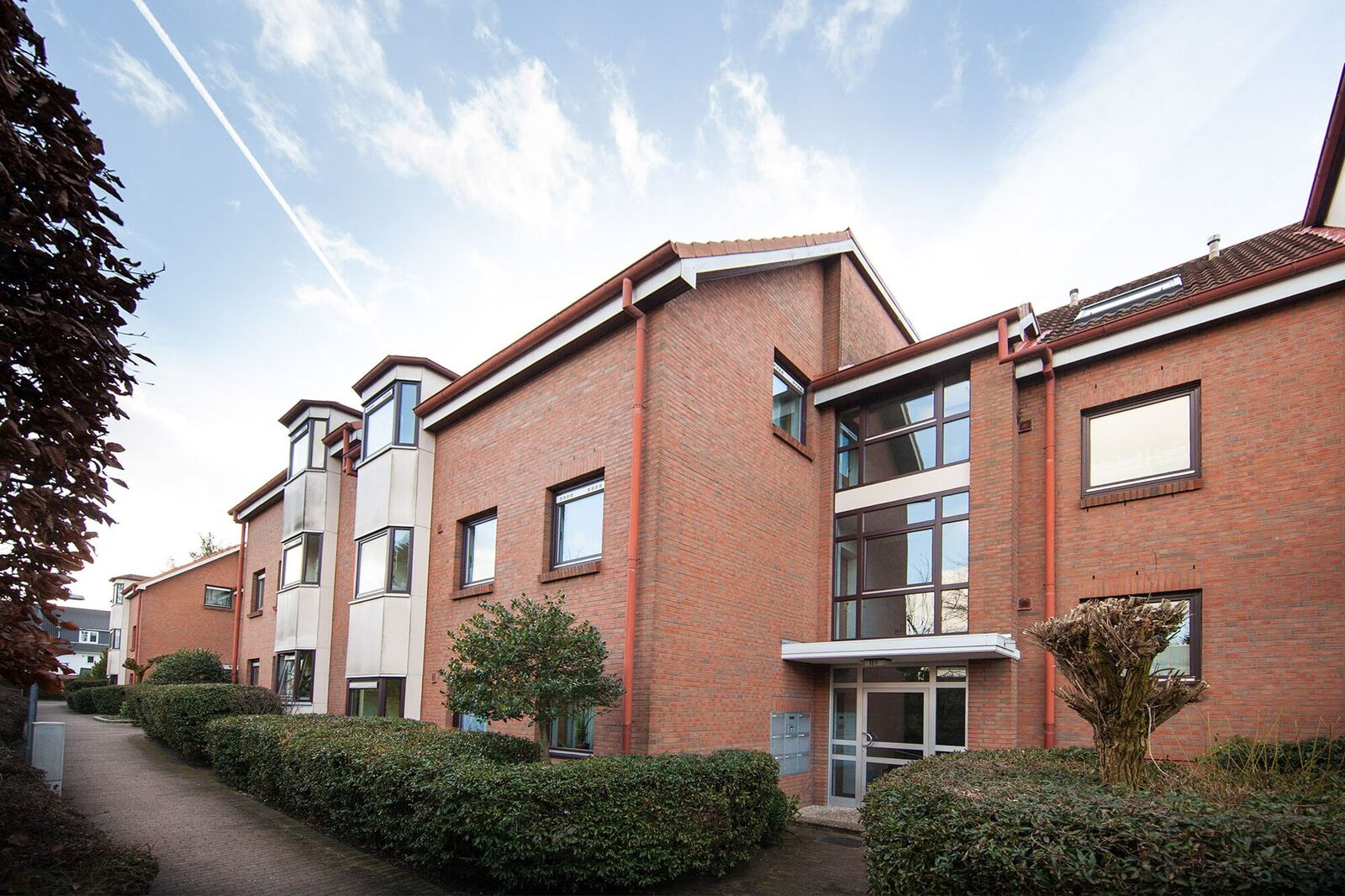 Schenefeld – Mitte: 2 ½ Zimmer – Luxus – Wohnung  mit Balkon und Einzelgarage