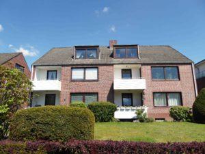 Rellingen: Helle 2-Zimmer-Dachgeschosswohnung