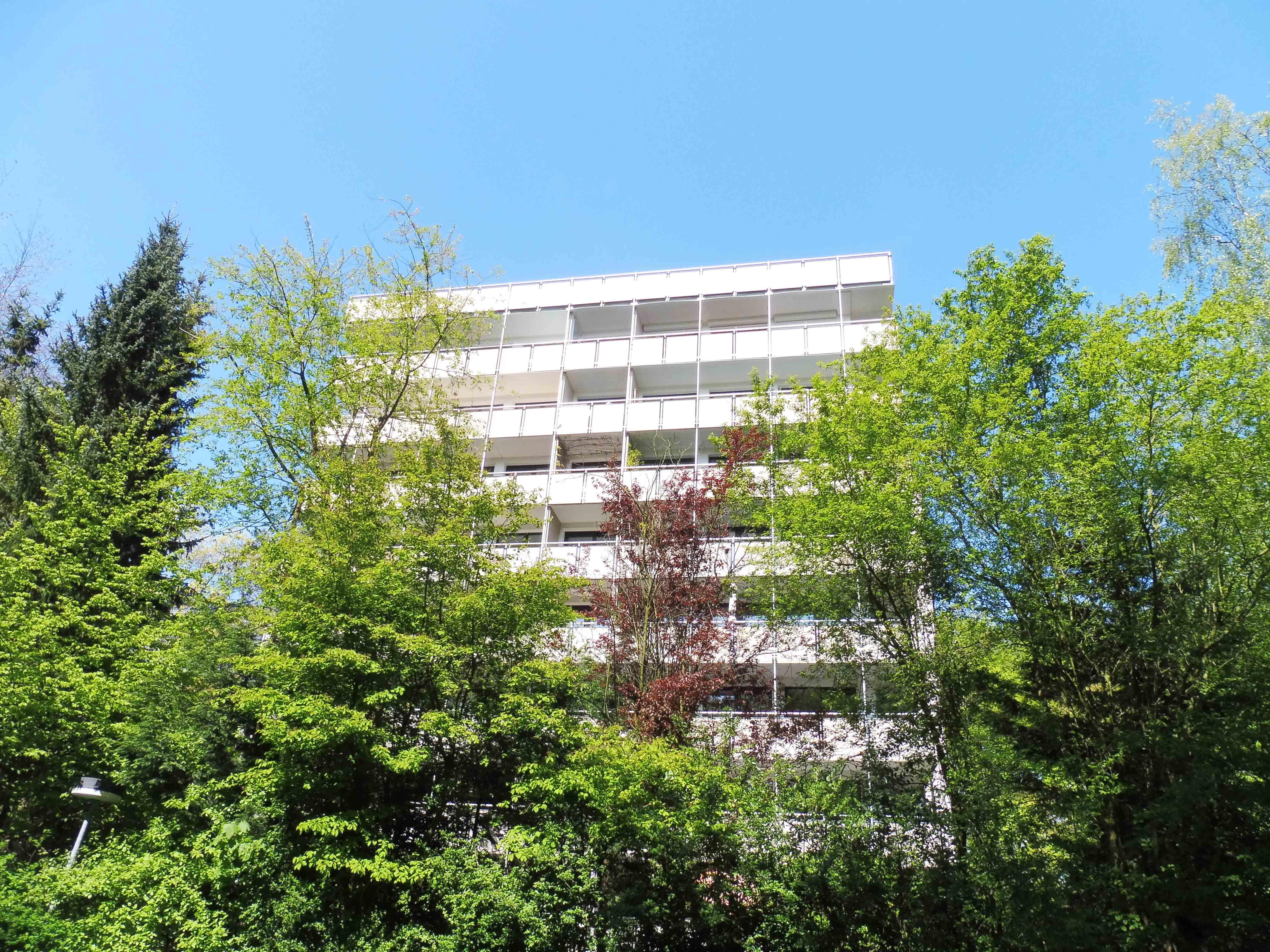 Halstenbek: Exklusive 4–Zimmer–Wohnung  in Luxus-Wohnanlage auf Parkgrundstück