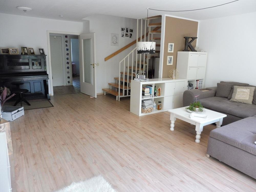 schenefeld 4 zimmer haus im haus maisonette wohnung mit garten classic immobilien. Black Bedroom Furniture Sets. Home Design Ideas