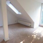 Groß Flottbek: Charmante und helle 2 Zimmer – Dachgeschosswohnung in zentraler Lage
