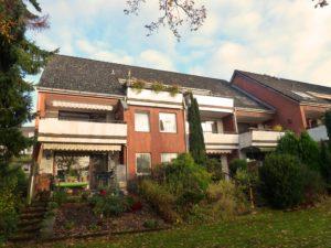 Schenefeld-Dorf: Zentrale 2-Zimmer-Erdgeschosswohnung mit Terrasse