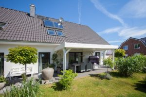 Moorrege: Neuwertiges und exklusives Doppelhaus (Zweifamilienhaus)
