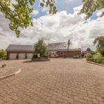 Bad Segeberg: Repräsentative Unternehmervilla mit Wintergarten & Pool in Hanglage