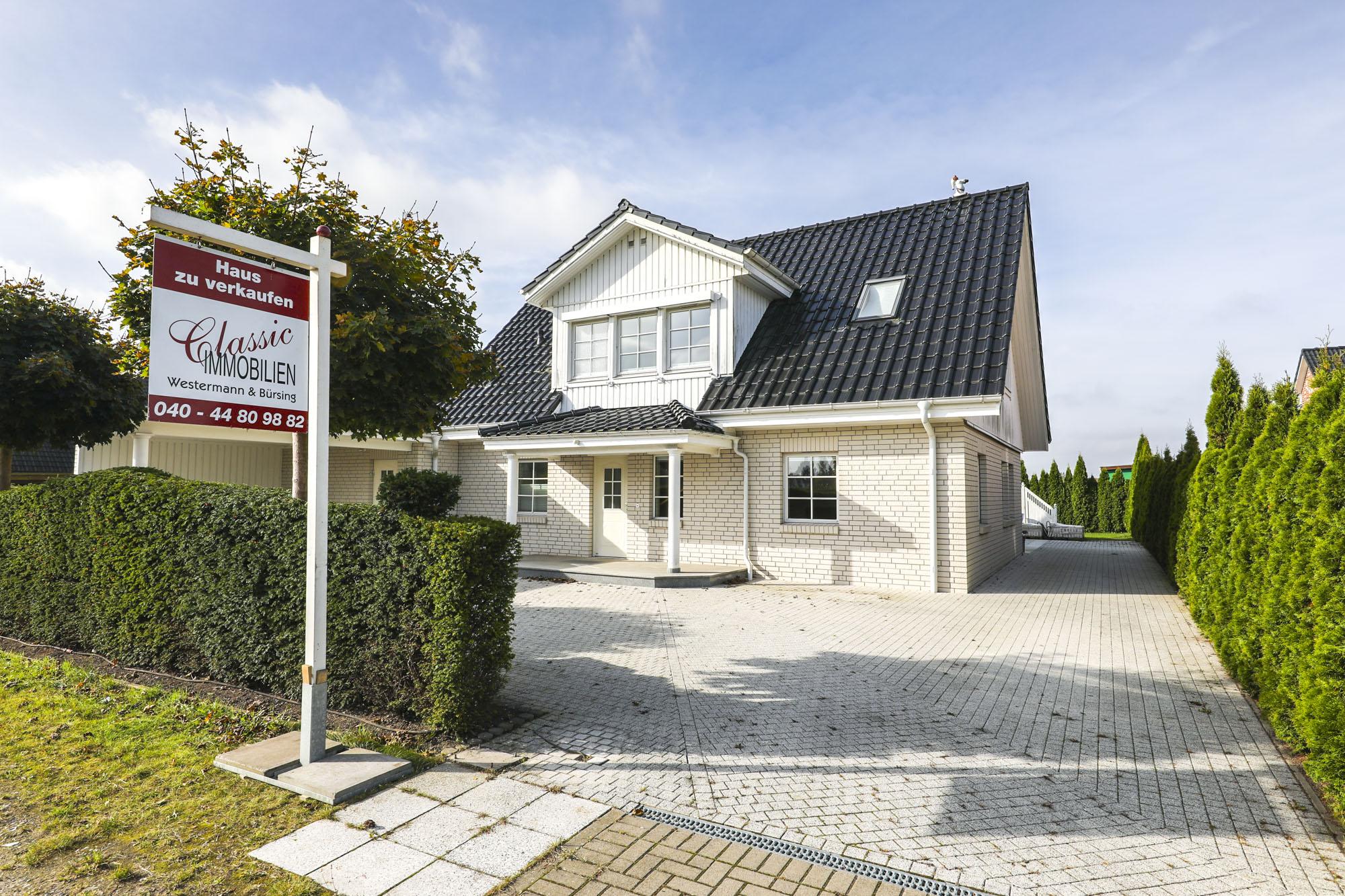 Halstenbek: Energieeffizientes Einfamilienhaus in begehrter Feldrandlage