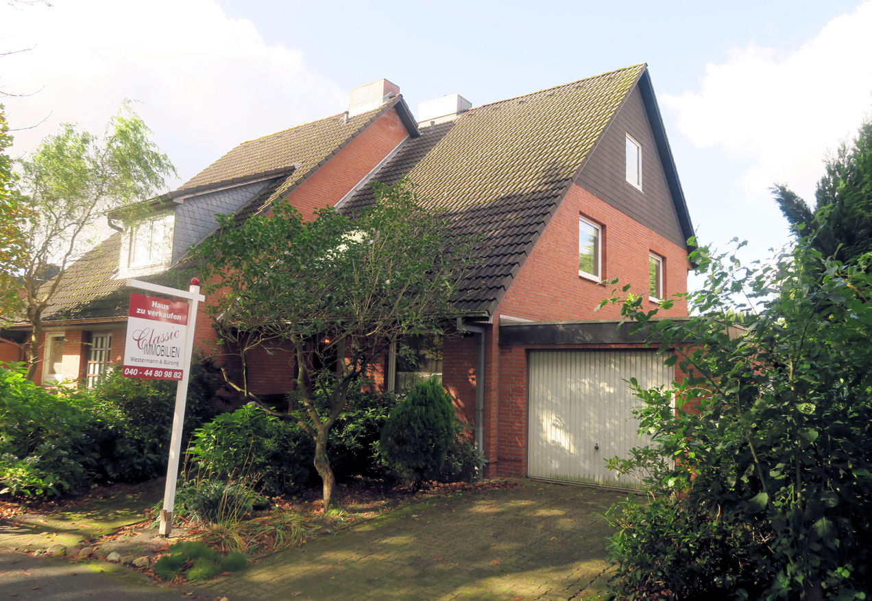 Bönningstedt: Zentral gelegene Rotklinker-Doppelhaushälfte mit Potential