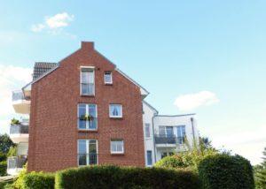 Schenefeld: Zentrale 2-Zimmer-Wohnung mit Terrasse
