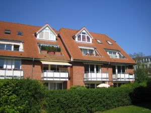 Schenefeld-Dorf: Helle 2 Zimmer-Erdgeschoss -Wohnung mit Terrasse
