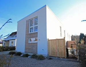 Halstenbek: Neubau-Doppelhaushälfte in Feldrandlage
