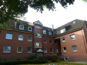 Schenefeld: Gemütliche 3 Zimmer – Dachgeschoss – Wohnung mit Balkon