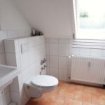 Rellingen: Helle 2 Zimmer Dachgeschoss – Wohnung