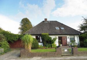 Schenefeld-Dorf: Großzügige 3- Zimmer – Erdgeschosswohnung mit eigenem Garten