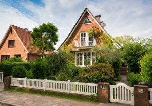 Halstenbek: Modernisiertes Einfamilienhaus in Sackgassenlage auf herrlichem Grundstück