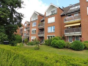 Halstenbek: Großzügige 2-3 Zimmer-Eigentumswohnung mit sonnigem Balkon und Garage